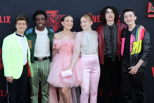 Gaten Matarazzo, Caleb McLaughlin, Millie Bobby Brown, Sadie Sink, Finn Wolfhard and Noah Schnapp get together for a red carpet photo.