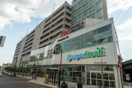 SuperFresh has closed its Hub City grocery store while owing the city more than $750,000 in rent.