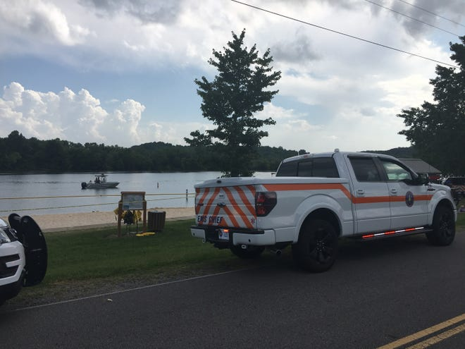 Emergency crews are working to recover a 19-year-old Clarksville man who went underwater while swimming in Cheatham Dam on Wednesday afternoon and never resurfaced.