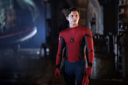 """Fotografía cedida por Sony Pictures donde aparece Tom Holland como Peter Parker, durante una escena de la película """"Spider-Man: Far from Home"""" que llega este fin de semana a las salas de cine."""