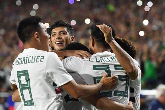 Raul Jimenez celebra su gol.