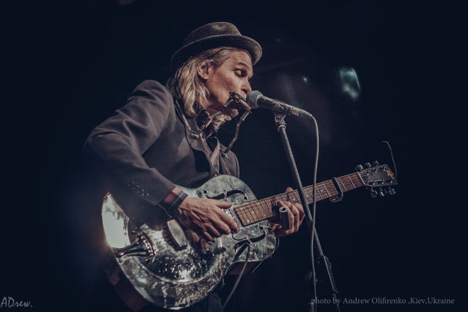 Robert Lighthouse takes the stage Friday at Blues Tavern.