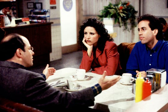 """""""SEINFELD"""" -- NBC Series -- Pictured: (l-r) Jason Alexander, Julia Louis-Dreyfus, Jerry Seinfeld -- Habitually, the gang meets at Monk's Restaurant to discuss their unique perceptions about the routine, and often trivial, events in their lives. -- TELECAST DATES: Thursdays, (9-9:30 p.m. ET).  NBC PHOTO: Barry Slobin ORG XMIT: NBC103"""