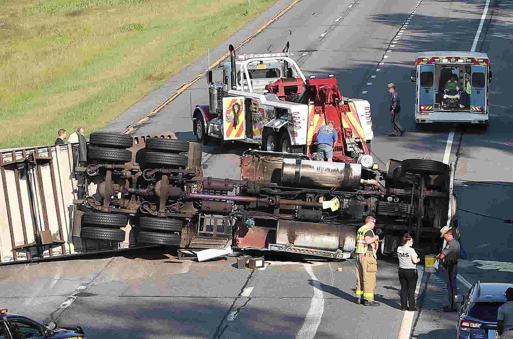 Truck crash shuts I-84 in Southeast