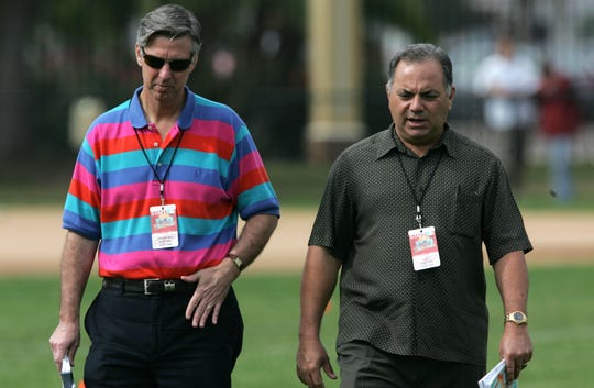 Detroit Tigers president and general manager Dave Dombrowski and assistant general manager Al Avila talk as the pitchers and catchers watch the second day of spring training on Sunday, February 15, 2009. [19659020] Detroit Tigers president and general manager Dave Dombrowski and assistant manager Al Avila while meeting with pitchers and catchers during the second day of spring training on Sunday. February 15, 2009. <meta itemprop=