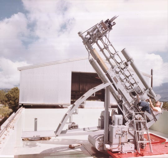 Vernon Norvell operates the Telescope IV at Mule Peak in the early 1960s.