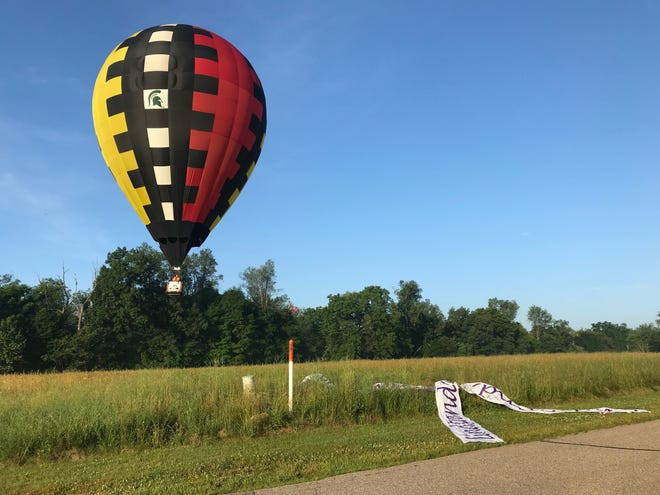 Steve Mitchell, formerly of Battle Creek, flies to a target Friday.  On Sunday morning he will try to win the Battle Creek Field of Flight overall championship, a dream he has had since he became a balloon pilot.