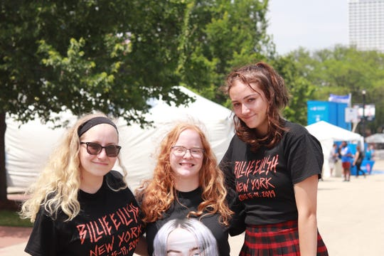 Friends Jackie Borin, Anja Cava andCassidy McGregor arrived at Summerfest hours before the Billie Eilish show wearing coordinated outfits.