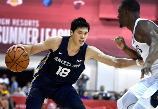 The Grizzlies' Yuta Watanabe drives against the Pacers during an NBA summer league basketball game July 6 in Las Vegas.