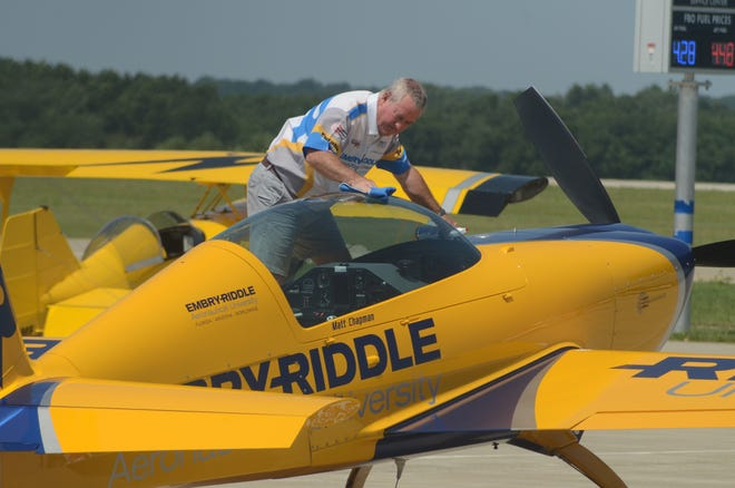 Matt Chapman cleans the canopy of his plane before his last flight in Battle Creek on Sunday.