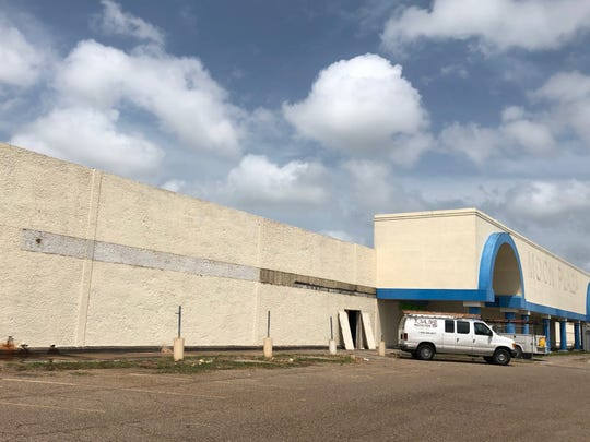 A Goodwill clearance store will open by early fall in the vacant Moon Plaza building at 4135 Ayers St. on Corpus Christi's Westside.