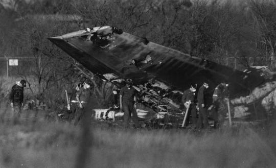 Investigators sift through the wreckage of a KC-135 tanker that crashed Jan. 31, 1989, at Dyess Air Force Base, killing 19.