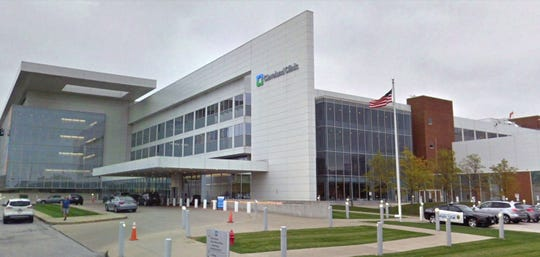 The Cleveland Clinic says it has delivered the first baby in North America after a womb transplant from a dead donor.