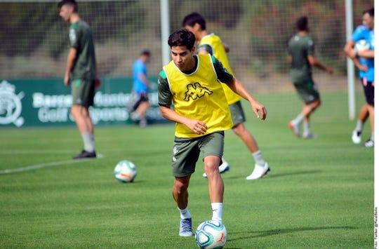El mexicano Diego Lainez se prepara para una nueva temporada con el Betis.