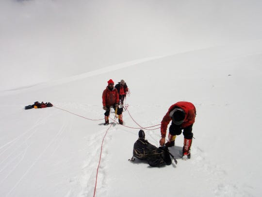 "This photo released July 1, 2019, at Indo Tibetan Border Police shows ITBP personnel working to recover seven bodies from a missing team of international climbers at Himalayan mountain Nanda Devi in ​​northern India. ""Width ="" 540 ""data -mycapture-src = """" data-mycapture-sm-src = """