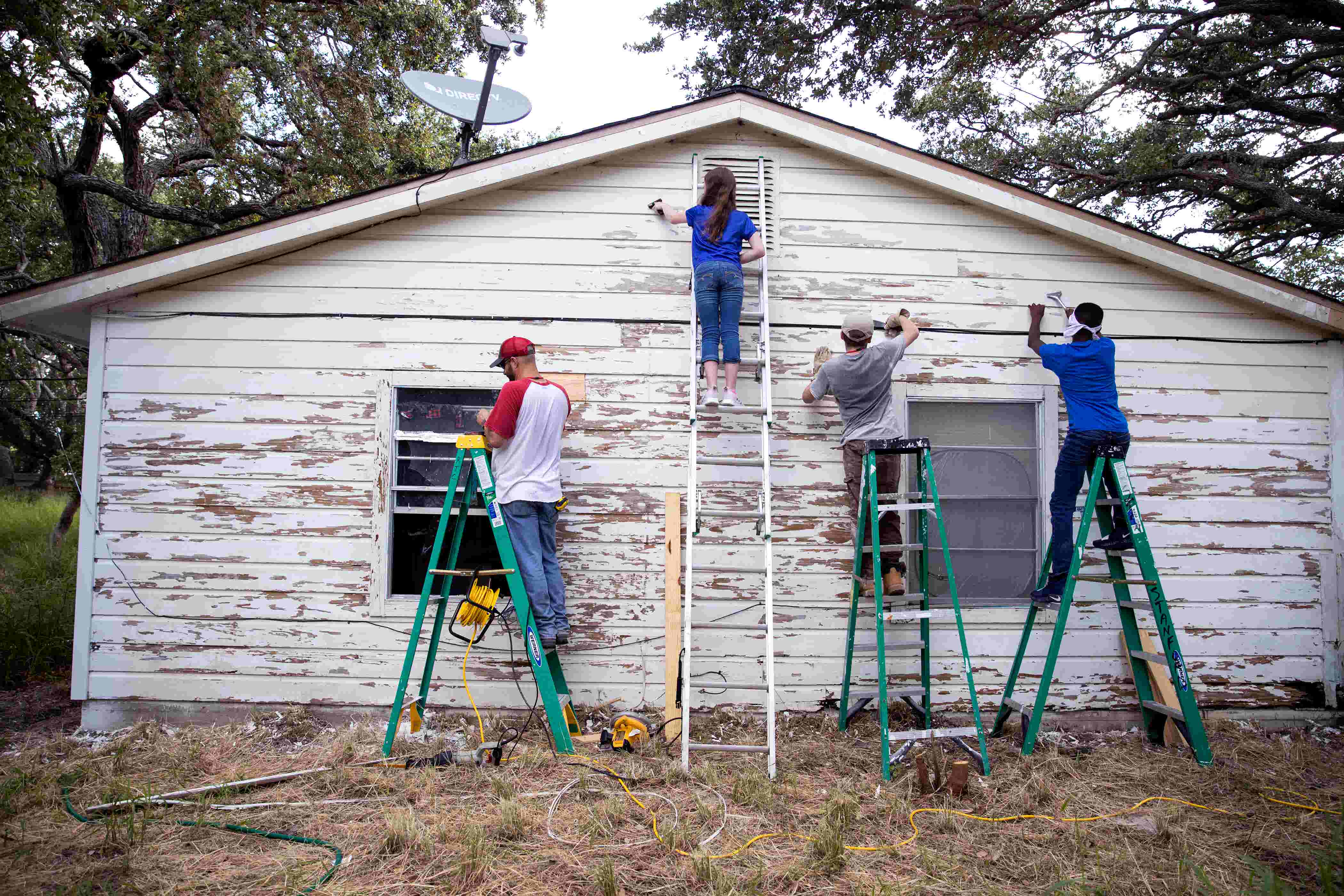 120 Texas students spend week helping in Hurricane Harvey recovery efforts