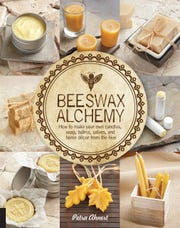 Petra Ahnert 's earlier book focuses on projects using beeswax.