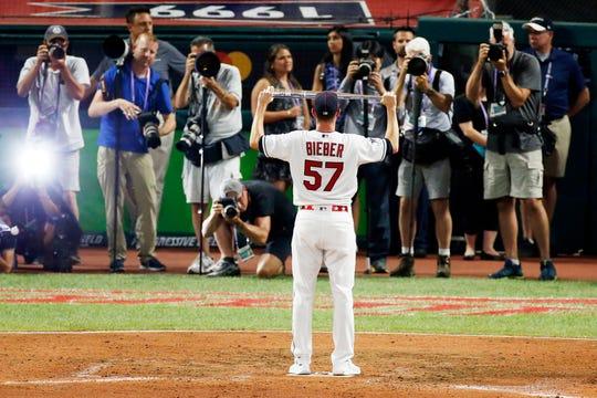 El lanzador de los Indios, Shane Bieber, se llevó la distinción del Jugador Más Valioso del juego.