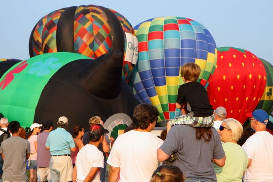 Families up close to the action at the QuickChek New Jersey Festival of Ballooning.