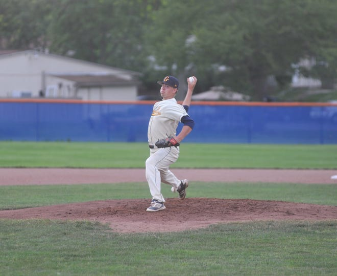 Galion Graders pitcher Garrett Kuns throws against the Muskegon Clippers.