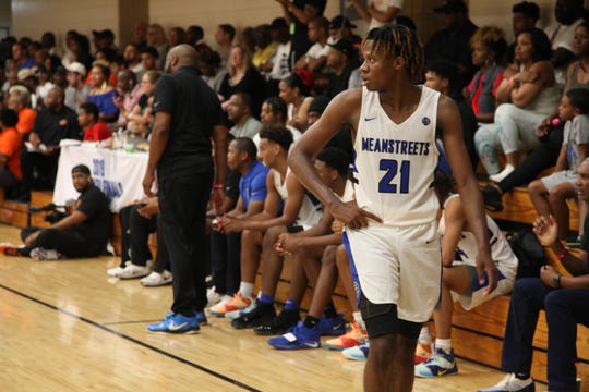 Class of 2020 combo guard D.J. Steward gets ready for a play at the 2019 Nike Peach Jam.