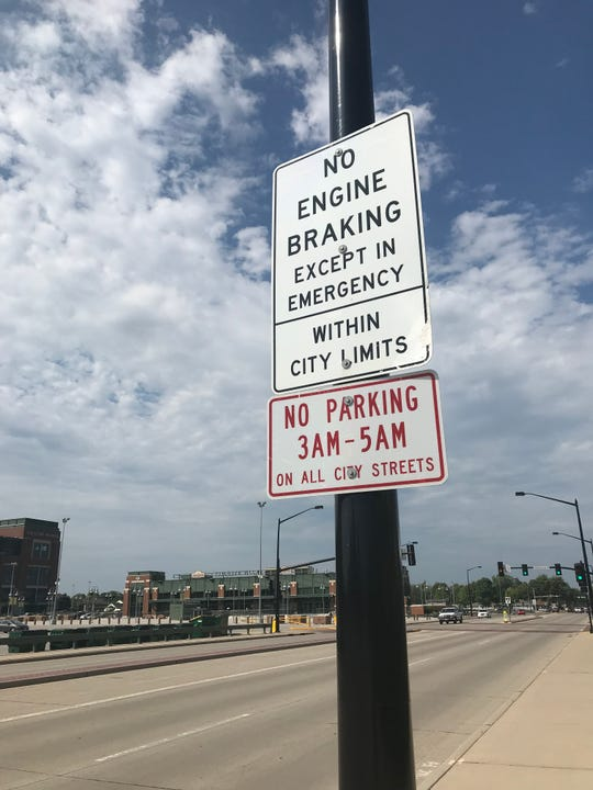 City of Green Bay sign alerts drivers to no parking on city streets between 3 and 5 a.m.