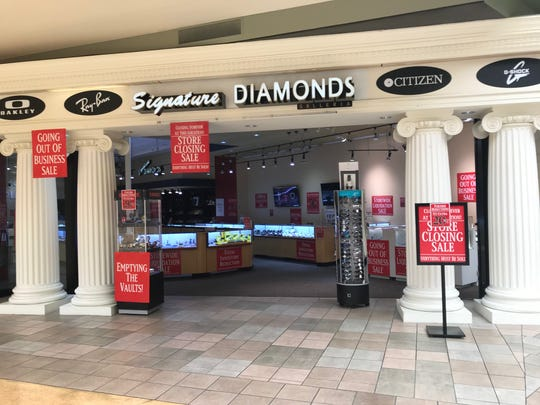Signature Diamonds on the first floor of Knoxville Center Mall is closing.