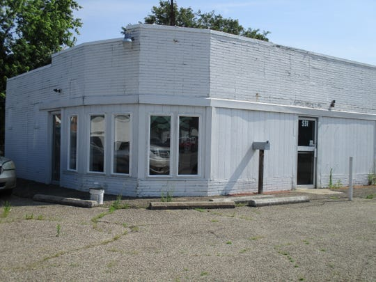 The building that was Jimmy's Drive-Inn #1 is shown here still standing at 531 Lincoln Ave. It is painted white and has fewer windows. Today, it is home of Drive for Less Car Rental.