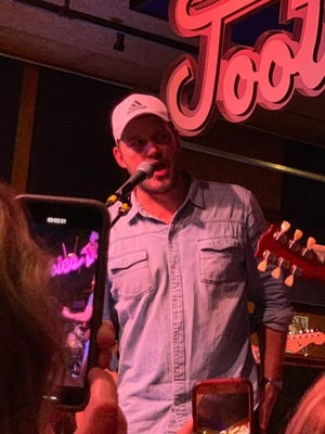 """Chris Pratt showed up at Tootsie's Orchid Lounge and sang Garth Brooks' """"Papa Loved Mama."""""""