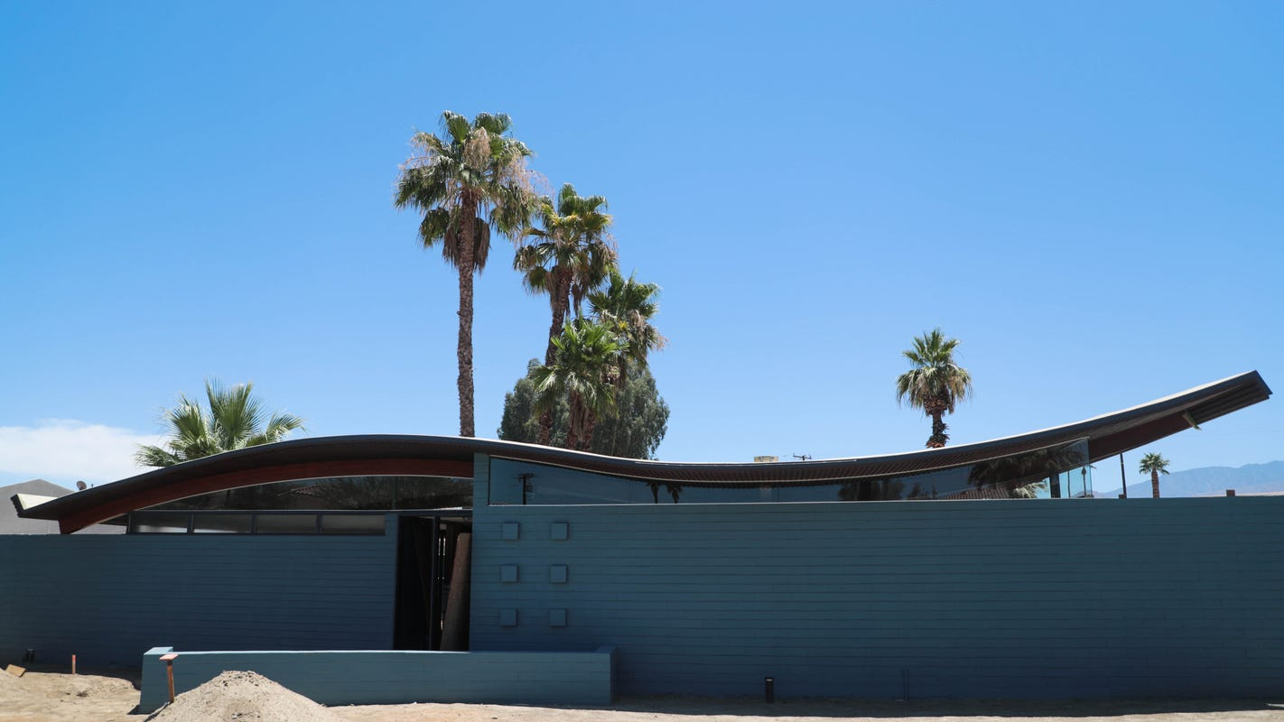 Get a look at the fully restored Walter S. White 'Wave' house in Palm Desert during Modernism Week