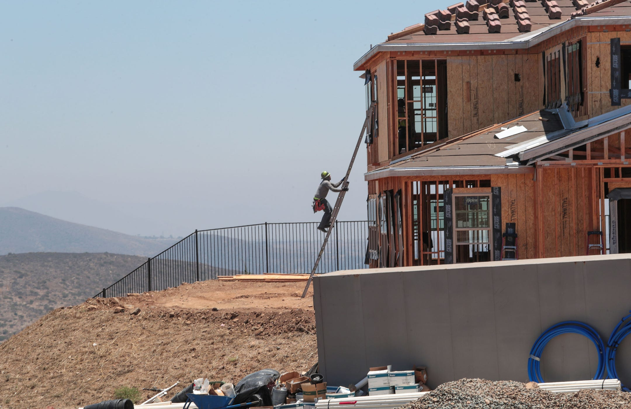 San Diego Fire Chief OKs new homes in
