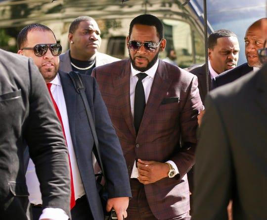 El cantante de R&B R. Kelly a su llegada a una de sus audiencias.