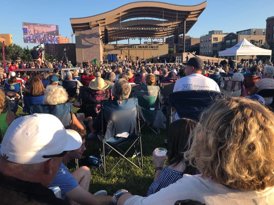 Sioux Falls band Spooncat! drew more than 4,000 to the Levitt at the Falls lawn Wednesday night.