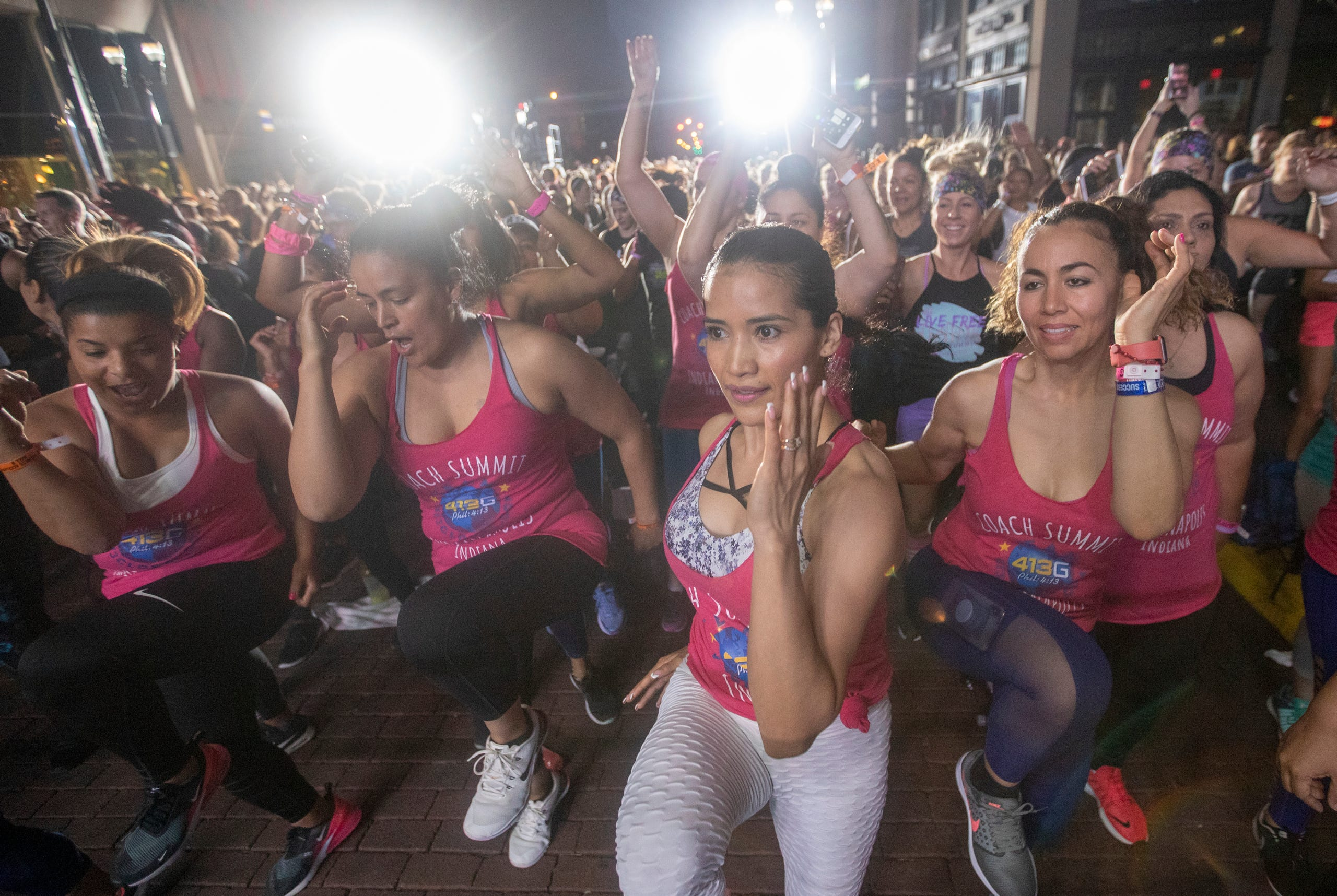15,000 fitness junkies show Indy how to exercise in Beach Body workout