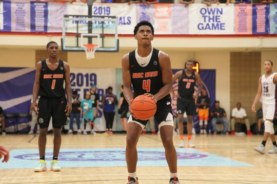 Class of 2020 guard Adam Miller prepares to shoot a free throw during the 2019 Nike Peach Jam.