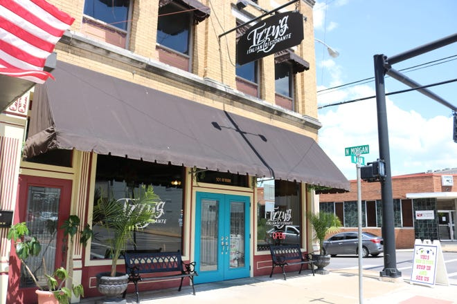Izzy's Italian Ristorante is located at 101 W Main St in Morganfield.