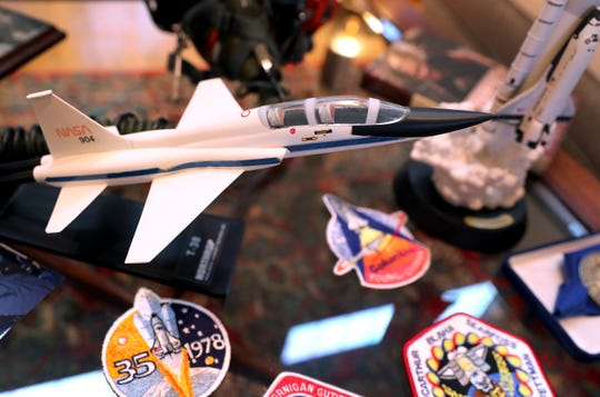 A model of the aircraft that Astronaut Dr. Rhea Seddon rode on during her NASA training.