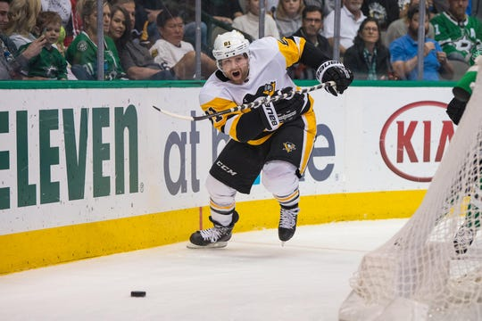 Penguins right wing Phil Kessel chases the puck during a game against the Stars.