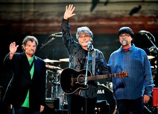 Paul Simon, Garth Brooks to perform at Musicians Hall of Fame ceremony in Nashville