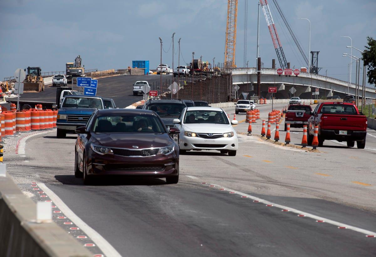 Pensacola Bay Bridge traffic switch delayed at the last