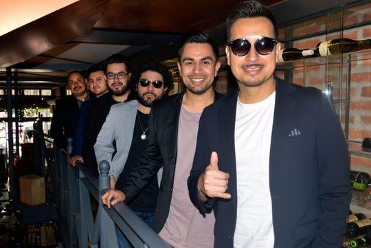 Giovanni y Hernán Hernández, integrantes del grupo Suenatron, reprobaron las redadas que se están realizando en California.