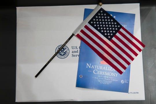 Paquete que se entrega a los nuevos ciudadanos en la ceremonia de naturalización.