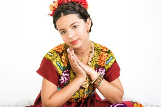 Ángela Aguilar, hija de Pepe Aguilar, tiene una de las voces más potentes en el género de mariachi, pese a su corta edad.