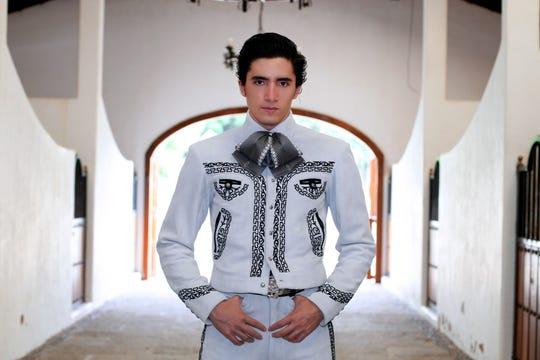 Alex Fernández, nieto de 'Chente', pinta para ser una de las figuras del mariachi por muchos años.