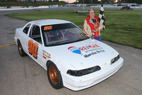 Neenah's Larry Gintner has returned to battle on Thursday nights at Wisconsin International Raceway after a 17-year hiatus.