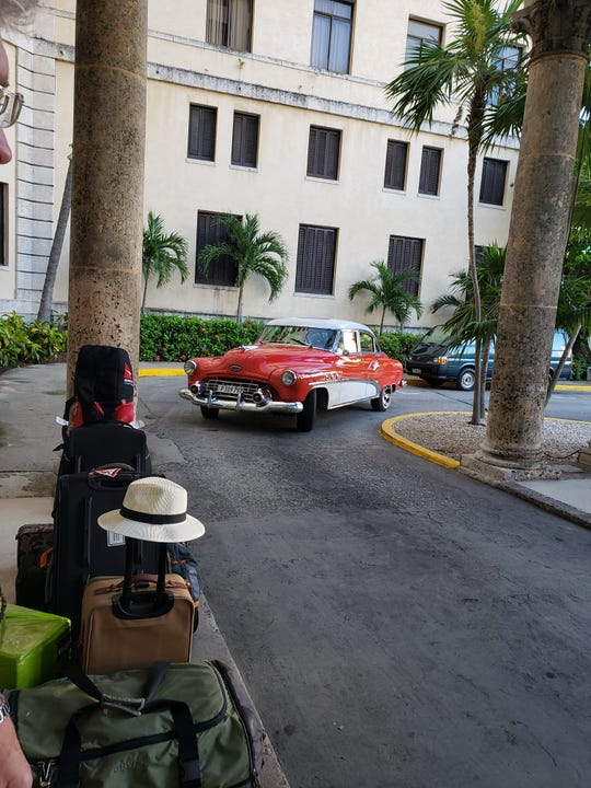 A taxi approaching the front of the Hotel Nacional.
