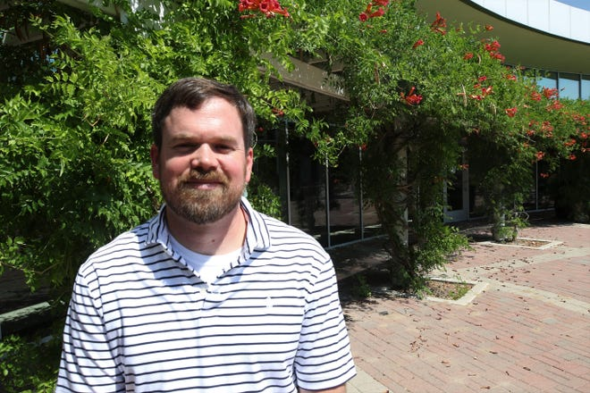 Farmington Museum curator Jeffrey Richardson is leaving the institution to take over as director of operations at the Southern Museum of Civil War & Locomotive History in Georgia.