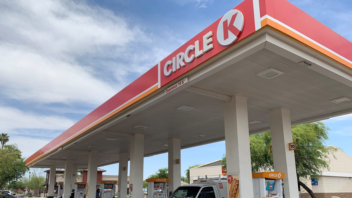 Police arrest man suspected of stabbing and killing woman at Circle K