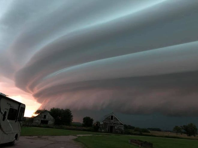 A shelf cloud looms over Centerville, South Dakota as a storm blows through the state on July 17, 2019.