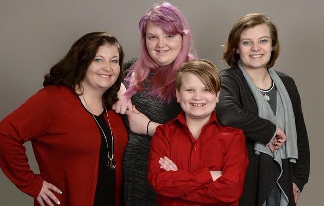 Robin Davis and her three children, (left-to-right) Katy, Michael and Ashtyn.